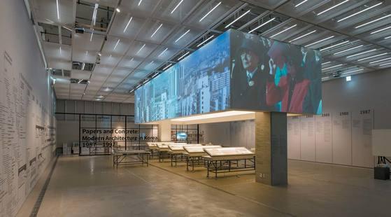 국립현대미술관 서울관의 '종이와 콘크리트: 한국 현대건축 운동 1987~1997'