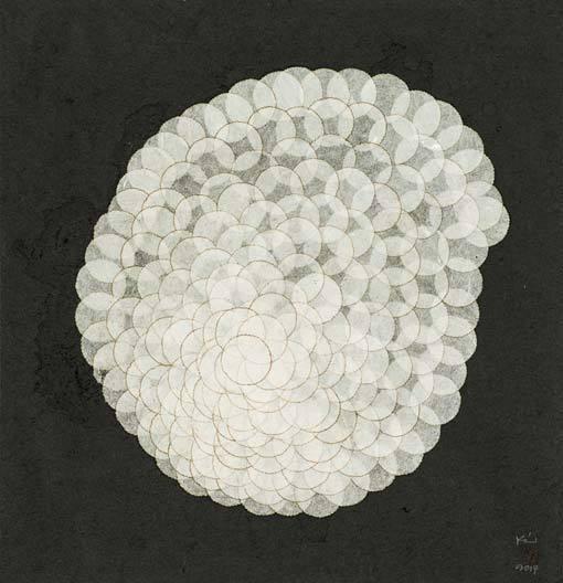 '패털(Petal)'(2017), 한지에 혼합재료, 28.5 x 27 cm