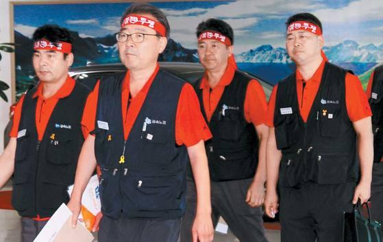 박유기 지부장(왼쪽 둘째)이 이끄는 강성 계열의 현대차 노조 집행부는 올해 임단협 합의에 실패한 채 차기 집행부 선거를 맞이하게 됐다. [연합뉴스]