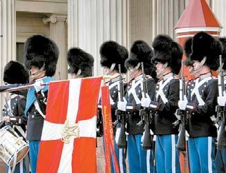 덴마크 왕실 근위병들의 모습.
