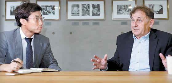 미카엘 잔토프스키 하벨도서관장은 1989년 바츨라프 하벨과 함께 체코 혁명을 주도했다. 김경빈 기자