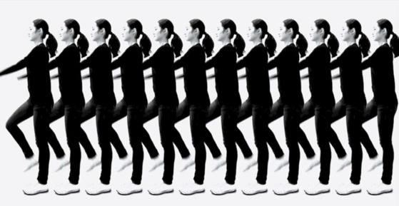 오재우의 '국민체조 시~작!'(2011) 미디어설치·단채널 비디오·사운드, 10분 [스틸 컷 작가 제공]