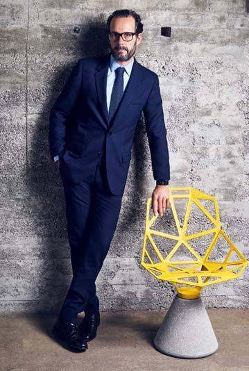 독일 산업 디자이너 콘스탄틴 그리치치(Konstantin Grcic)와 그가 디자인한 원 체어(Chair One)