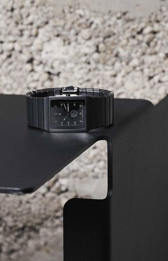 콘스탄틴 그리치치가 디자인한 매트 블랙 세라믹을 사용한 '세라미카' 270만원대