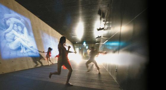 한영문화예술공동기금 프로젝트로 마포 문화비축기지에서 공연된 차진엽·대런 존스턴의 '미인:MIIN'