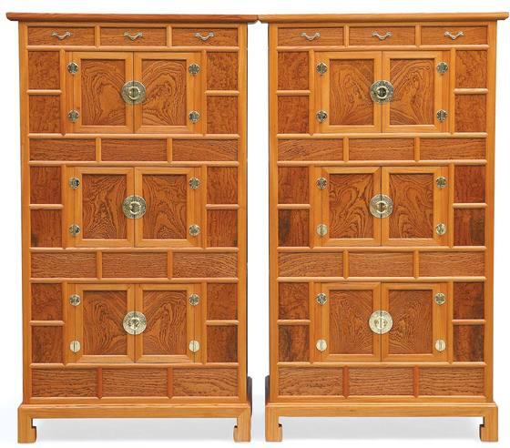 용목 삼층장(쌍)(2013), 느티나무·오동나무·황동, 68x46x118cm