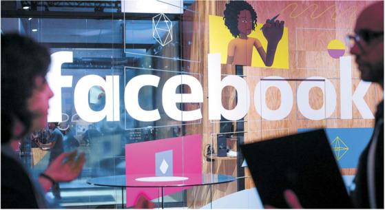 페이스북은 뉴스피드를 통해 회원들의 활동·메시지·추천목록 등을 지속적으로 업데이트하는 방식으로 이용자의 접속률을 높이고 있다. [AP=연합뉴스]