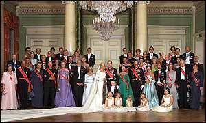 노르웨이 호콘 왕세자와 메테마리트의 결혼식 공식 사진.