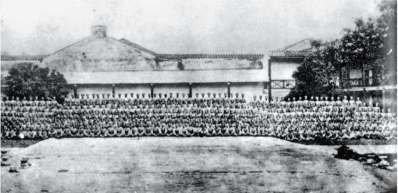 광저우 상단반란 진압 후, 황푸군관학교 1기생과 교관들이 한자리에 모였다. 1924년 11월. 광저우. [사진 김명호 제공]