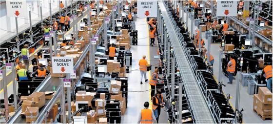 아마존 물류센터 중 가장 최근 조성된 독일 도르트문트 센터. 아마존은 주요 판매자의 제품을 보관하는 창고 서비스부터 배송, 고객 대응까지 한 곳서 하는 물류센터를 풀필먼트 센터라고 부른다. [EPA =연합뉴스]