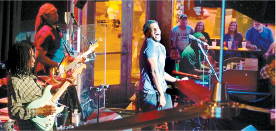 전설적인 블루스 가수 B. B. 킹이 만든 멤피스의 블루스 클럽에서 열정적인 공연이 펼쳐지고 있다. [사진 마이클 엘리엇]