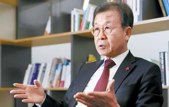 원혜영 더불어민주당 의원은 존엄사 문화를 만들려면 유서 쓰기, 재산 일부 기부하기 등 미리 죽음을 준비해야 한다고 강조했다. 신인섭 기자