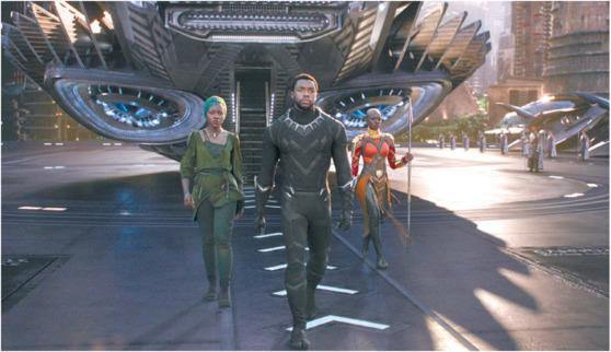 속편·프리퀄 등 다양한 시리즈 제작은 미국 영화계의 강점으로 꼽힌다. 사진은 마블 최초로 흑인 슈퍼히어로가 주인공인 영화 '블랙 팬서'의 한 장면. [중앙포토]