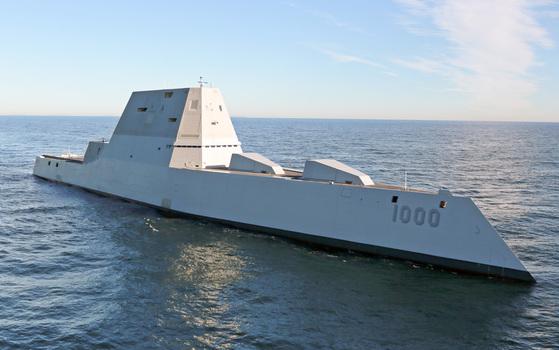소설 『유령함대』에서 맹활약하는 스텔스 구축함 줌발트. '유령함대(ghost fleet)'는 퇴역 상태에 가까운 예비 함대를 뜻한다. 중국의 사이버 공격으로 무기 네트워크가 무력화된 미국은 퇴역 함정과 전투기를 동원해 반격에 나선다. [사진 미 해군]