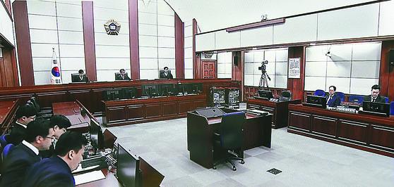 박근혜 전 대통령 '국정농단' 사건 1심 선고가 진행된 서울중앙지방법원 417호 대법정.