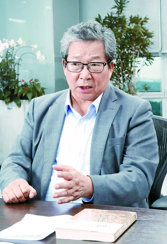 """최양하 회장은 '기업이 성장한 후에도 열정을 유지하는 방법을 고민하고 있다""""고 말했다. [김경빈 기자]"""