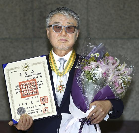 범죄예방한마음대회가 6일 경기도 과천 시민회관에서 열렸다. 현승탁 국민훈장 모란장 수상자.