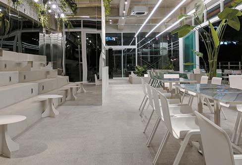 카페 뉴벨의 정경.