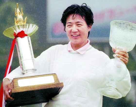 1998년 5월 JLPGA 브리지스톤 오픈에서 우승한 구옥희. [중앙포토]
