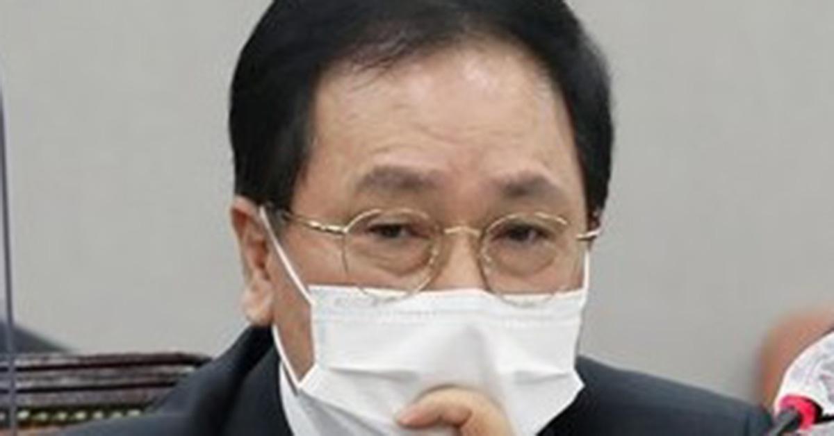 """유영민 """"원, 검찰 공고 후 전자 결재""""… 野 """"헌법 위반"""""""