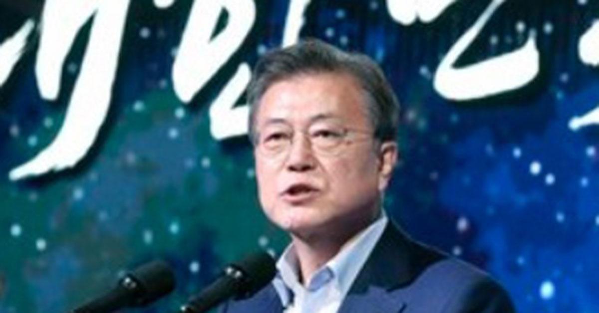 """문 대통령 지지율 34 %, 취임 이후 최저 … """"LH 쇼크 대단했다"""" [갤럽]"""