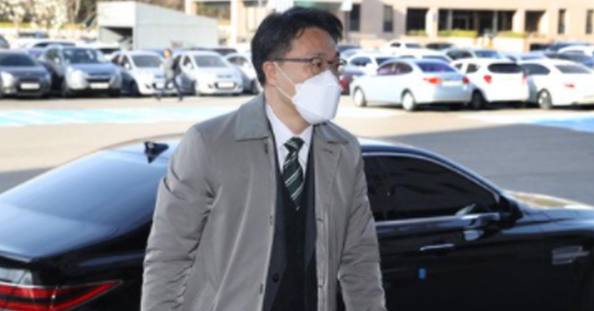 [단독]개인차로 이성윤을 모시는 김진욱 … 운전사는 5 급 비서