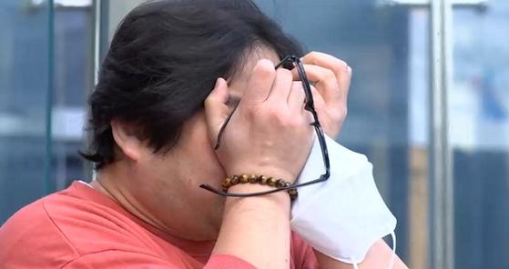 ″원안위의 조사 거부 처분을 취소한다″는 서울행정법원 1심 선고 직후 춘천 시민 강종윤씨가 울음을 터뜨렸다.