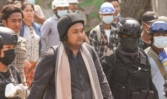 지난 2일 미얀마 사라잉 지역의 몽유와에서 열린 민주호 운동에 참석한 웨이 모 나잉(Wai Moe Naing). 〈사진=미얀마나우〉