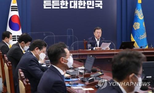 문재인 대통령이 19일 오후 청와대에서 열린 수석·보좌관회의에서 발언하고 있다. 〈사진=연합뉴스〉