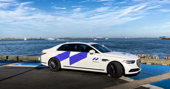 모셔널 브랜드를 래핑한 제네시스 G90. 〈사진=현대자동차〉