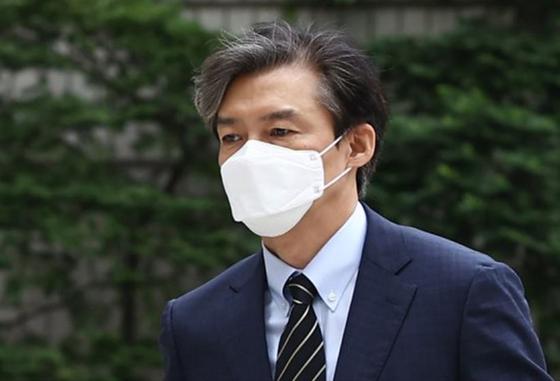 조국 전 법무부 장관이 지난 11일 서초동 서울중앙지법에 출석하고 있다. [사진=연합뉴스]