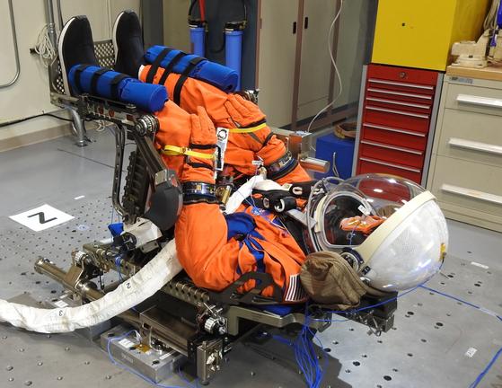 (무네킹 좌석 진동 시험|출처: NASA)