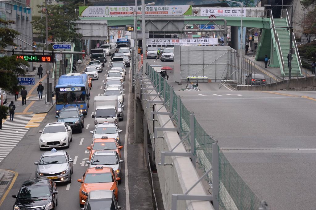 서울역고가 폐쇄 `첫 출근길` [사진=뉴시스]