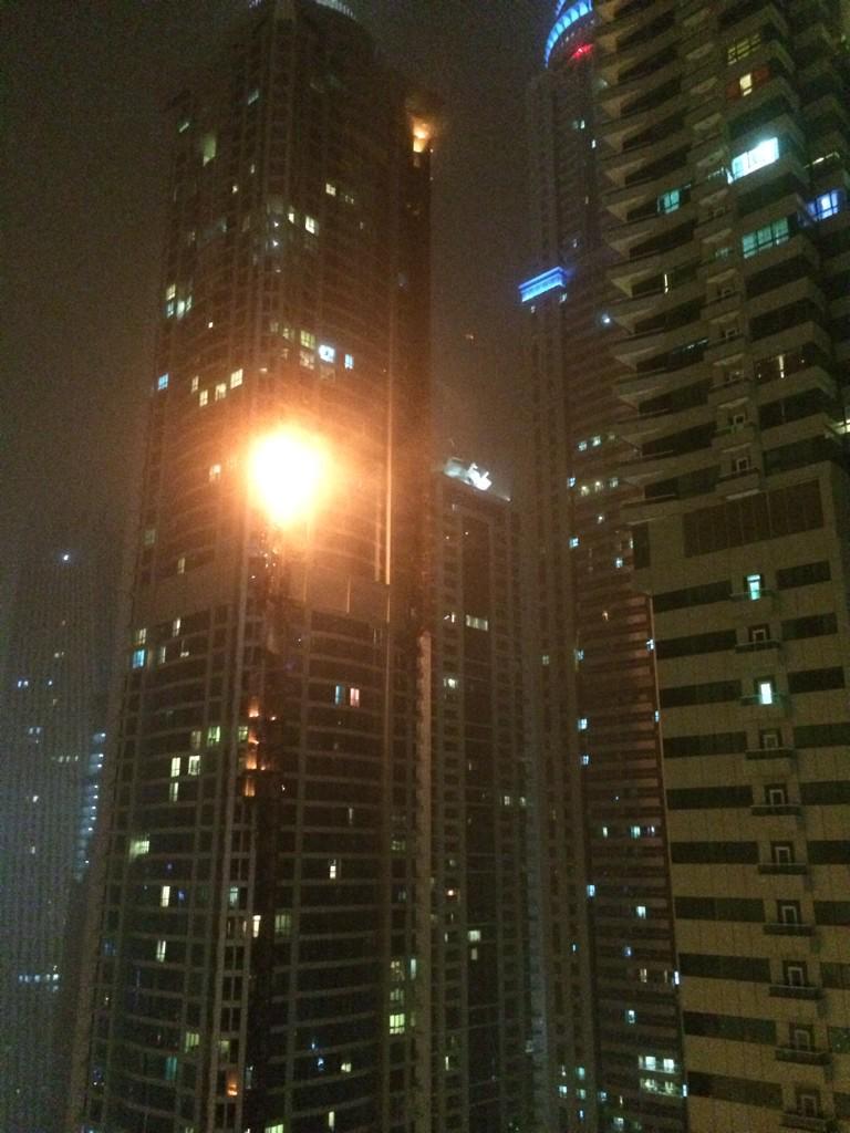 두바이 세계 최고층 거주 빌딩 화재…화염에 휩싸인 3시간