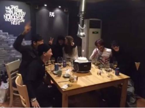 테디 생일파티, YG패밀리 지드래곤·태양도 참석…여자친구