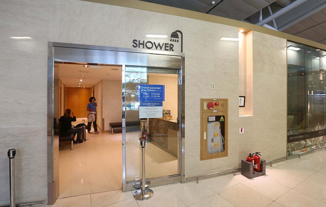 [서소문 사진관] 인천공항에서 1000원으로 샤워하기