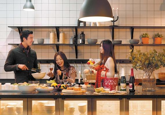서울 영등포동 타임스퀘어에 마련된 체험형 주방. 가족·직장 동료·친구끼리 모여 직접 요리하고 나눠 먹을 수 있도록 꾸며져 있다.