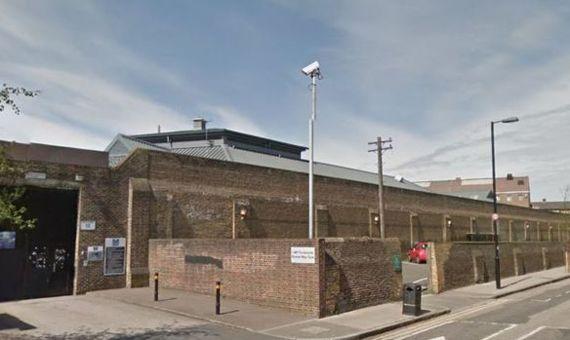 7일(현지시간) 재소자 2명이 담을 넘어 탈출한 사건이 일어난 영국 런던의 펜톤빌 교도소 외경 [구글맵 캡처]
