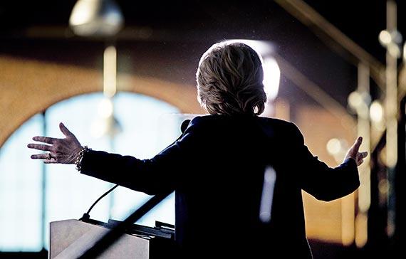 세기의 대결을 앞둔 민주당 힐러리 클린턴. 4일 클린턴은 '러스트 벨트'의 상징인 미시건주 디트로이트에서 유세를 펼쳤다. [AP=뉴시스]