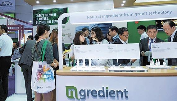 CJ제일제당이 8일 태국 방콕 화장품 원료 박람회 '인-코스메틱스 아시아'에 참가해 새로 출시한 '엔그리디언트' 홍보에 나섰다. [사진 CJ제일제당]