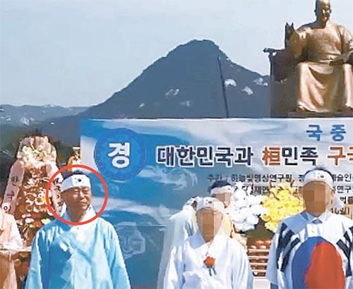 지난 5월 서울 광화문광장에서 열린 '구국천제'에 참석한 박승주(빨간원) 내정자. [유튜브 캡처]