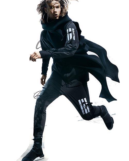 <b>아디다스×요지 야마모토</b> 아디다스는 2003년 일본 디자이너 요지 야마모토와 컬래버레이션 브랜드 Y-3를 론칭했다. 2016 FW 컬렉션.