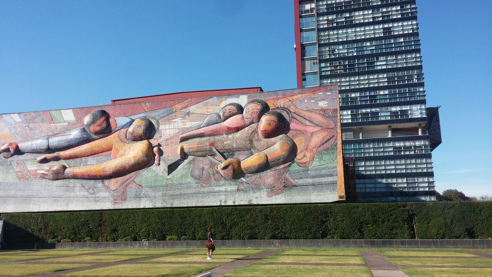 국립자치대학교(UNAM) 벽화.