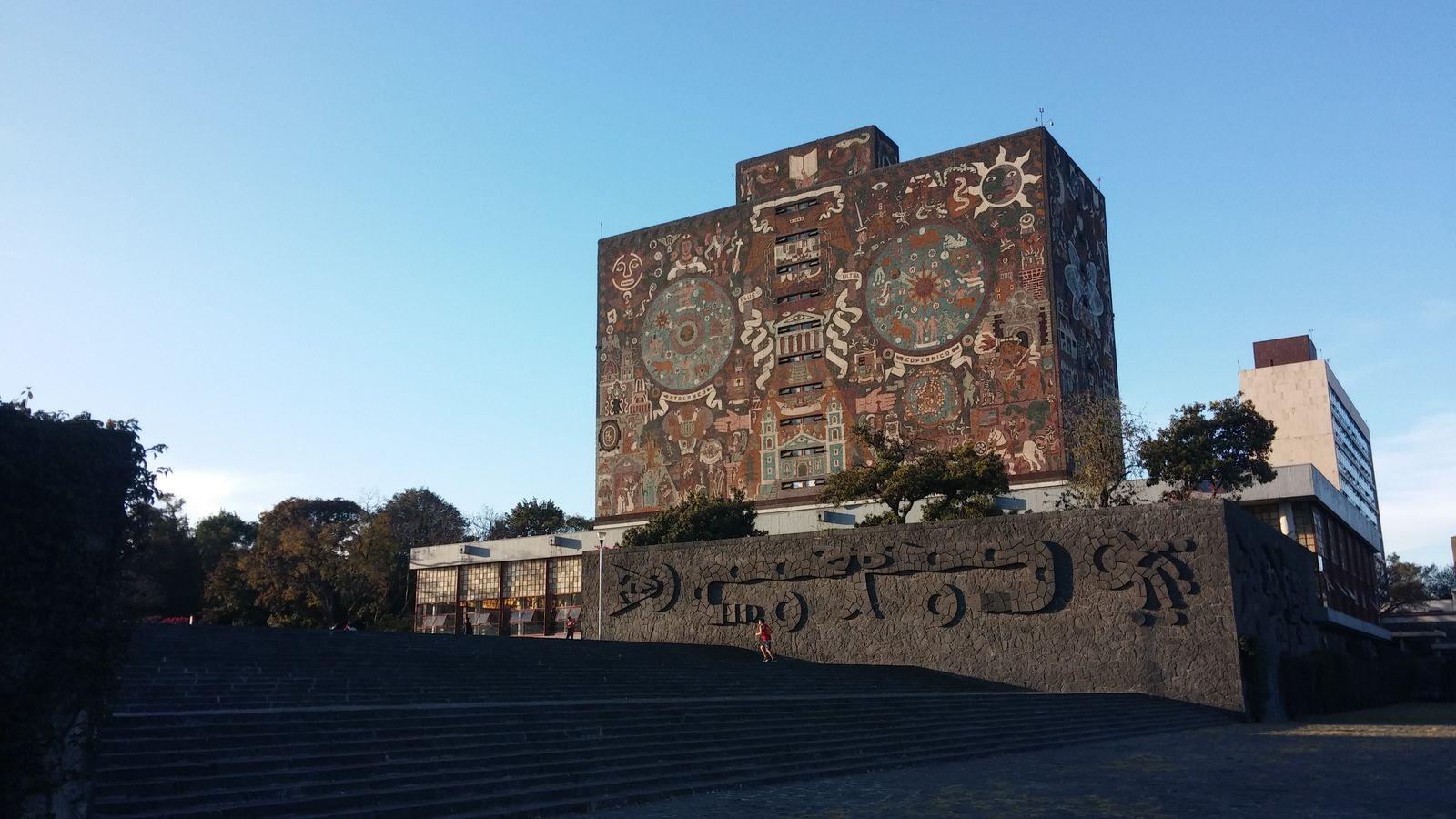 국립자치대학교(UNAM) 중앙도서관 벽화.