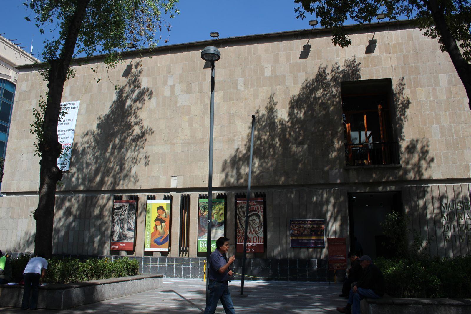 디에고 리베라 벽화 박물관 외관.