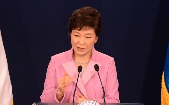 2014년 신년 기자회견을 하고 있는 박근혜 대통령. 이 자리에서 박 대통령은  통일은 대박 이라고 말했다. [중앙포토]
