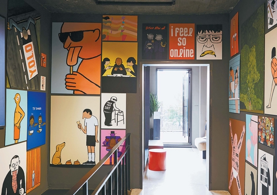 이달 말까지 프랑스 미술작가 장 줄리앙의 작품을 전시하는 서울 한남동 '스튜디오 콘크리트' 카페