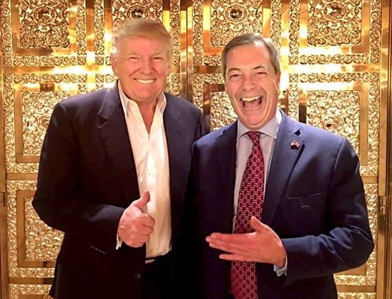 """12일 뉴욕 트럼프타워에서 만난 도널드 트럼프 미국 대통령 당선인(왼쪽)과 나이절 패라지 영국 독립당 대표. 패라지는 트럼프가 당선 후 처음 만난 영국 정치인이다. 패라지는 사진을 트위터에 올리면서 """"그는 느긋했고 아이디어로 충만했다. 좋은 대통령이 될 거라 확신한다""""고 썼다. [나이절 패라지 트위터]"""