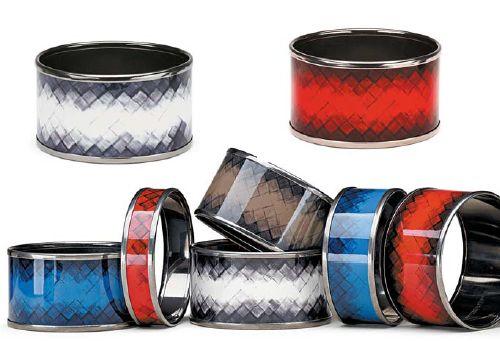 보테가 베테타가 새롭게 선보인 뱅글은 화려한 색상의 세 가지 스타일에 브랜드의 대표적 상징인 인트레치아토 패턴을 프린트한 것이 특징이다. [사진 보테가 베네타]