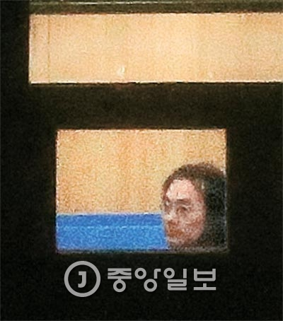 제일기획 출신 광고전문가 김홍탁씨가 지난 7일 서울중앙지검에서 조사를 받고 있다. [사진 김경록 기자]